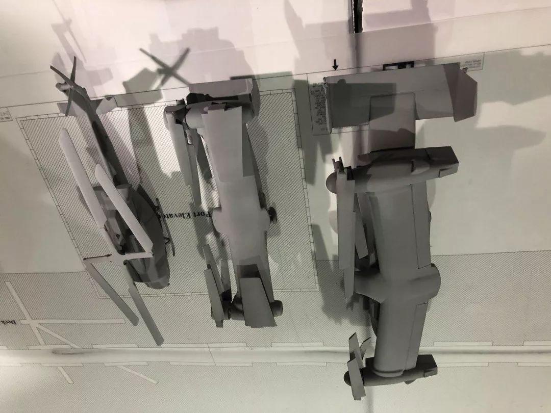 V-247其机翼下方增加的4个武器挂架