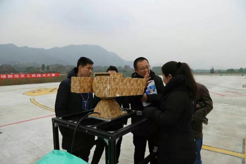 在无人机探测的高度、广度、精度、速度等方面比选出最适合机场应用的防范无人机技术。