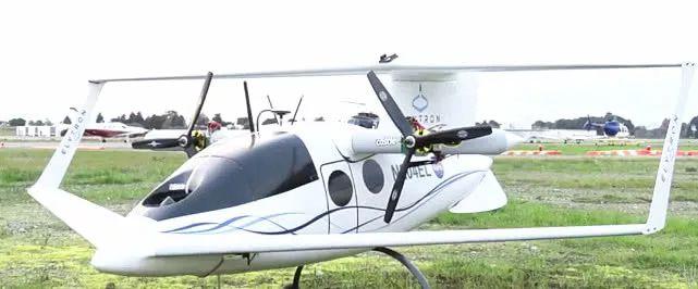 机翼的展开长度有两米四
