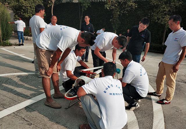 重庆涪陵瑞禧山庄联合举办了飞防联盟飞手培训班