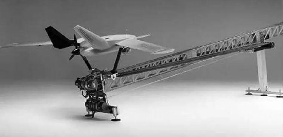 """图2 """"Fumlar""""无人机的发射装置"""