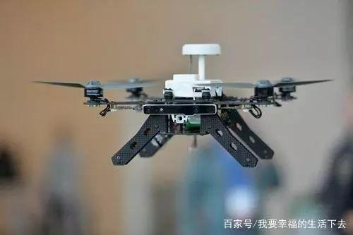 300 架英特尔无人机在大鹏湾的夜空上表演