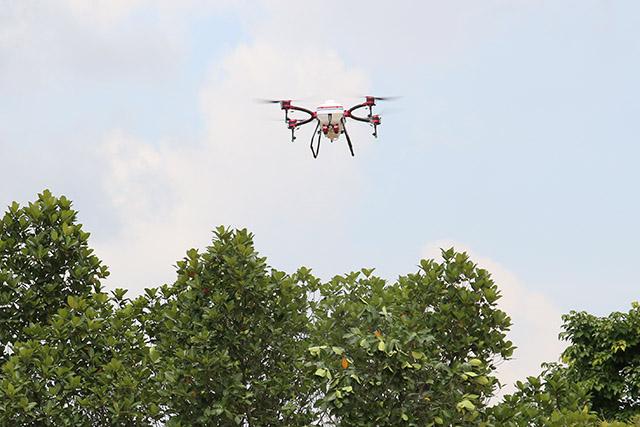 农用无人机的创新及研发,解决了技、机的问题。