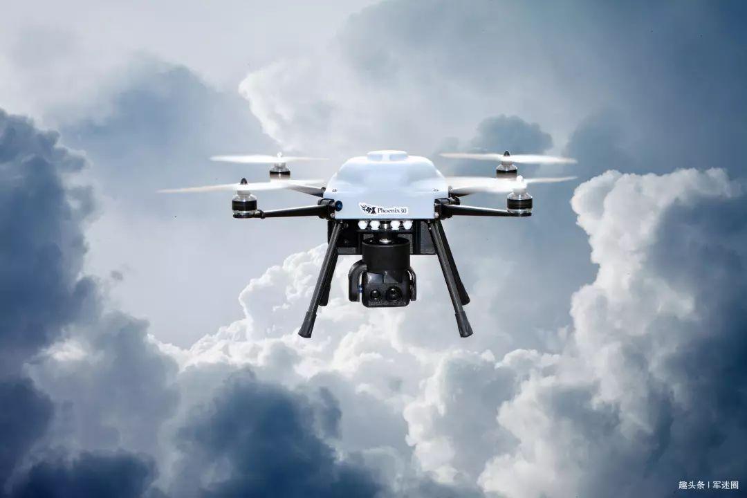 旋翼无人机由于机身前后方有旋翼等障碍物难以发射导弹或者火箭弹