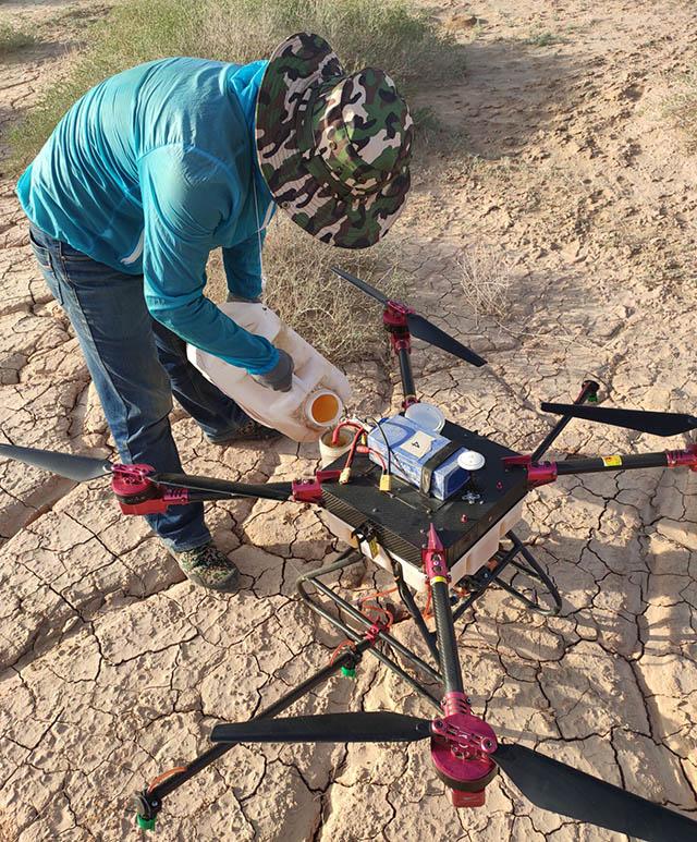 利用无人机喷洒农药防治公益林虫害