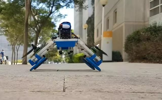 无人机被称为FStar(飞行蔓延调谐自主机器人)