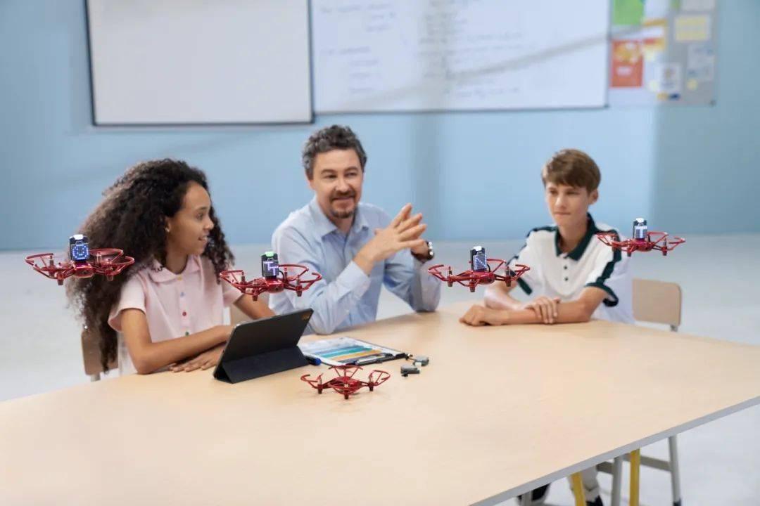 大疆教育推出针对学校、培训机构RoboMaster TT无人机教育平台