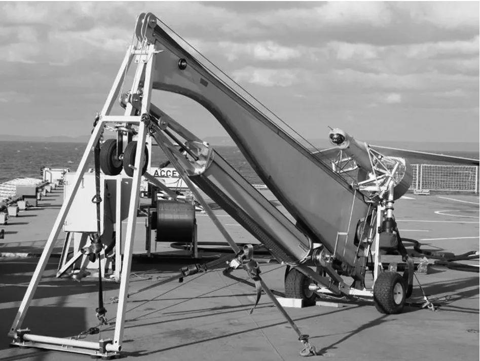 """图3 """"扫描鹰""""无人机的发射装置实物图"""