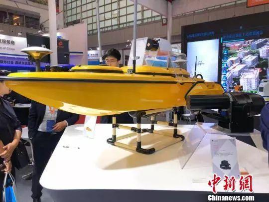 """展厅转而被大批造型功能各异的固定翼飞机、旋翼飞机、无人船等装备""""占领"""""""
