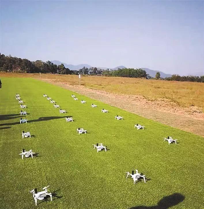 测试现场准备起飞的无人机。