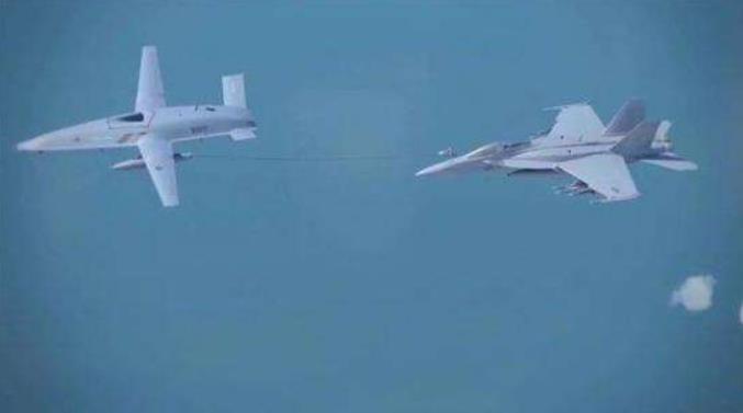 """美国海军飞行员开始学习""""飞行""""MQ-25无人加油机"""