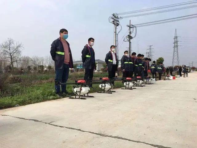 """越来越多中国农民成为无人机""""飞手"""""""