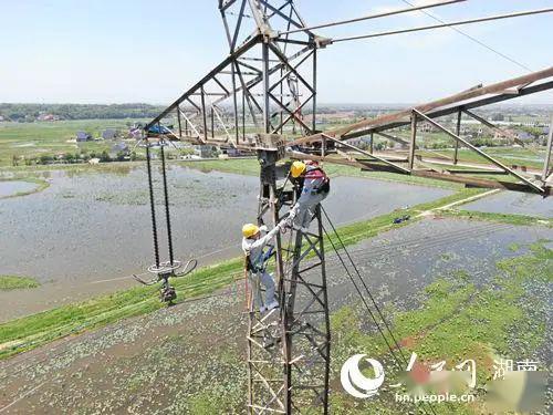 无人机安全-湖南电力处置无人机撞击高压线路隐患
