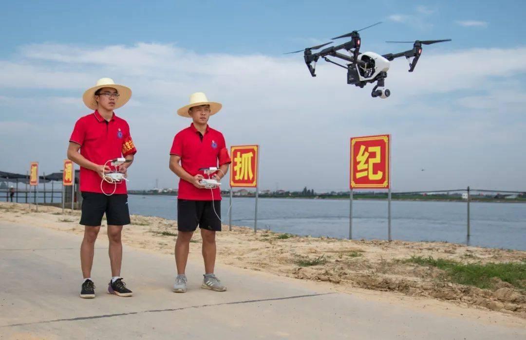 遥控无人机将拍摄到的4K超高清画面实时回传