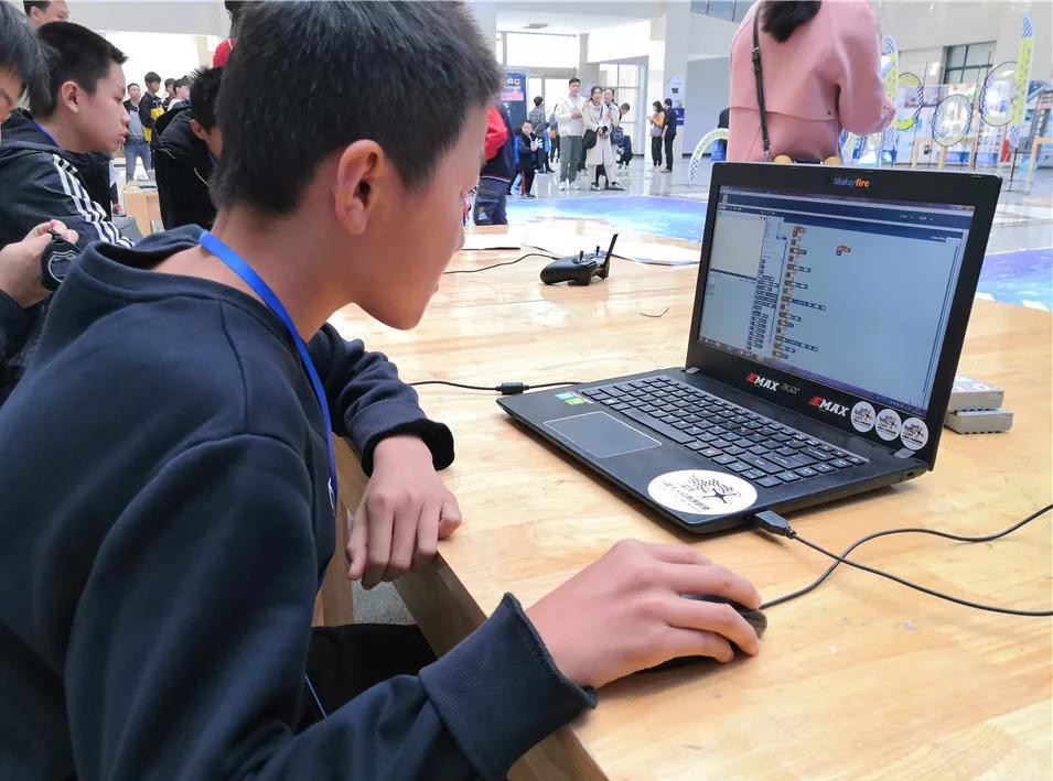 驻马店市青少年机器人竞赛开赛!