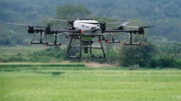 大疆发布T30无人机:翼展2.8米 每小时喷农药喷农药240亩地