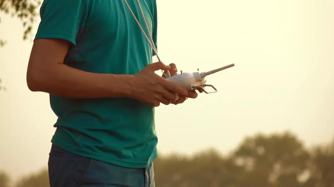 无人机驾驶员该具备哪些职业技能和素养?