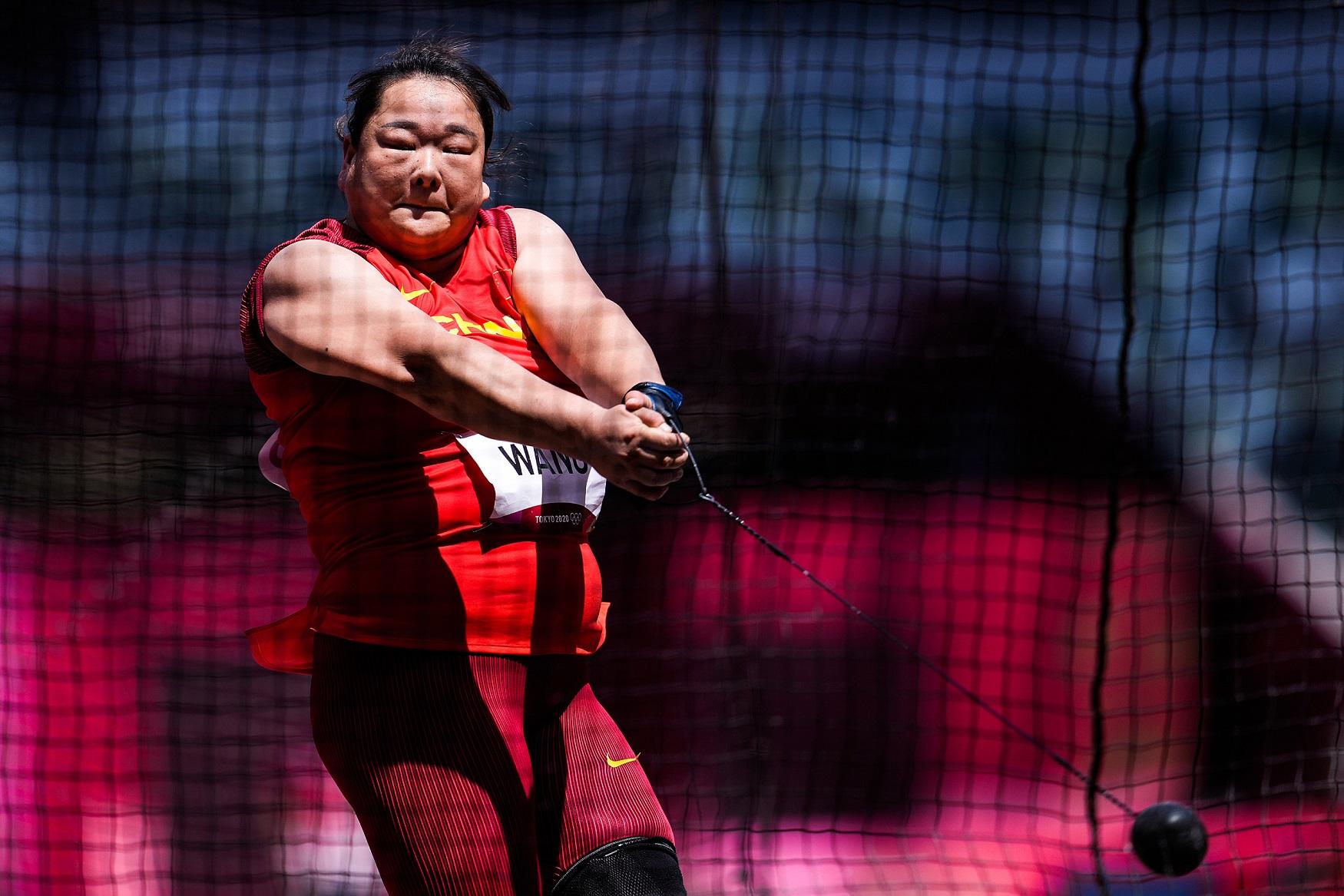 77米03!两度刷新个人赛季最佳成绩,王峥勇夺女子链球银牌