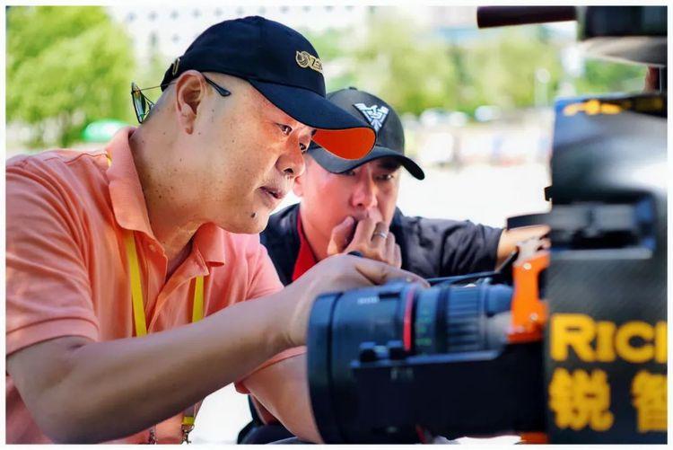 """""""脚不沾地""""的《航拍中国》是如何拍出来的?"""